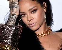 4-Rihanna-wearing-Messika-Queen-V-Double-Ring
