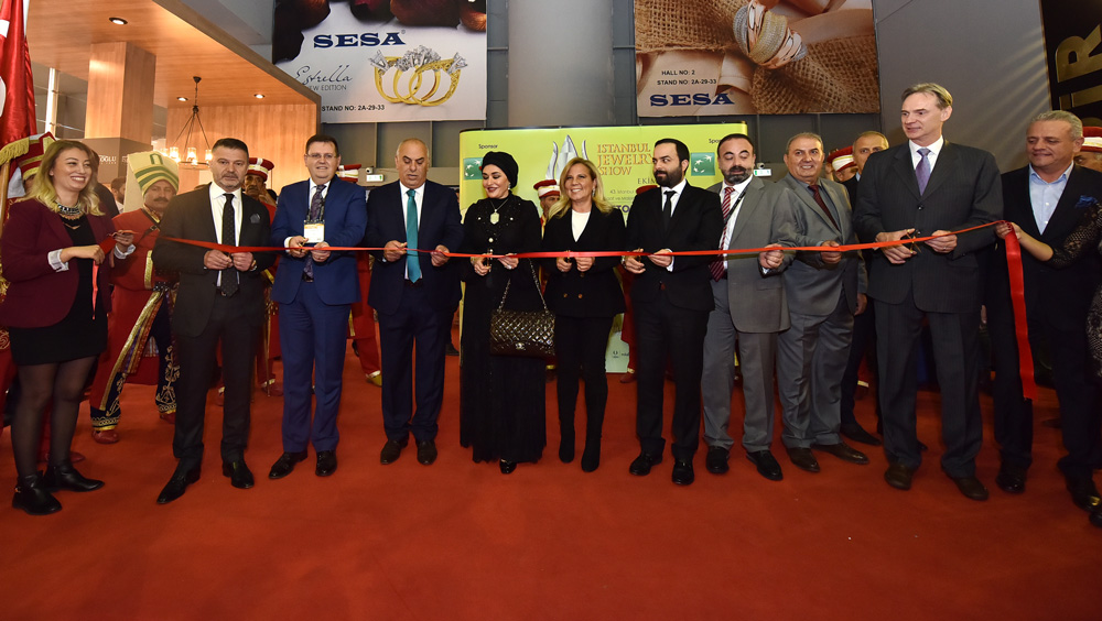 Opening ceremony in the presence of Princess of Kuwait Sheikha Nawal al-Hamoud al-Sabah joined by Mrs. Sermine Cengiz Managing Director at UBM Rotaforte International Fairs Inc, organizer of the show, and members of the Turksih Jewellery Exporters' Association.