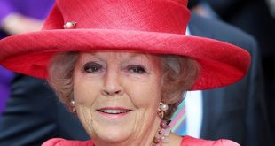 CHAPEAUX! HATS OF QUEEN BEATRIX